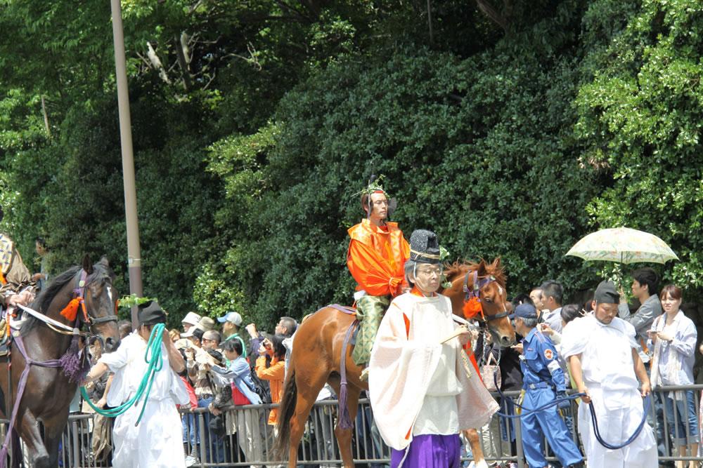 葵祭 。これが葵祭の由来です。昔は葵祭を加茂祭と呼ばれていました。平安時代は祭りと言えば、加茂の